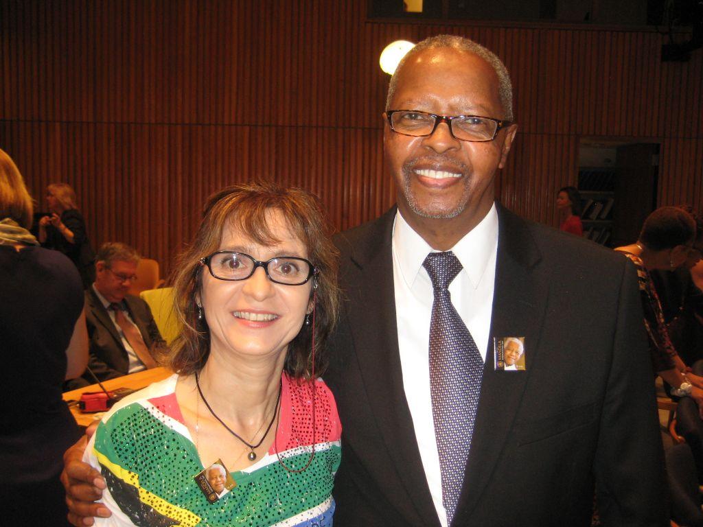 Avec un des invités aux commérations de Nelson Mandela (2)