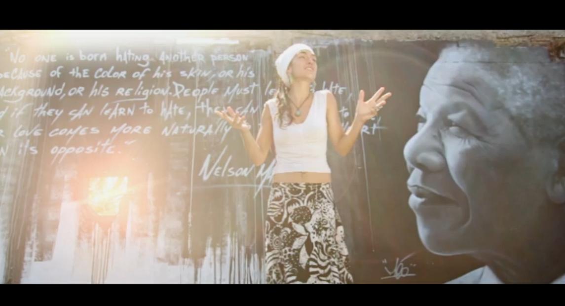 Clip video Dear Poppa Mandela chanté par Tiki Jade, La Ezunion
